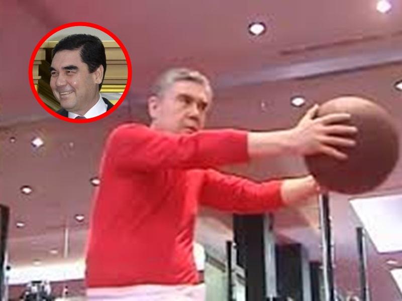 土库曼总统教高官做运动。网图