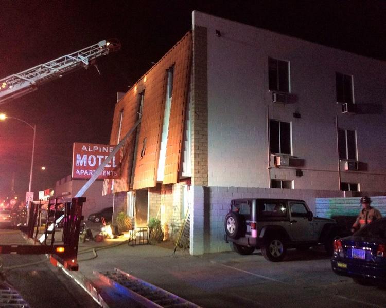 拉斯维加斯一幢楼宇周六凌晨时分发生大火。