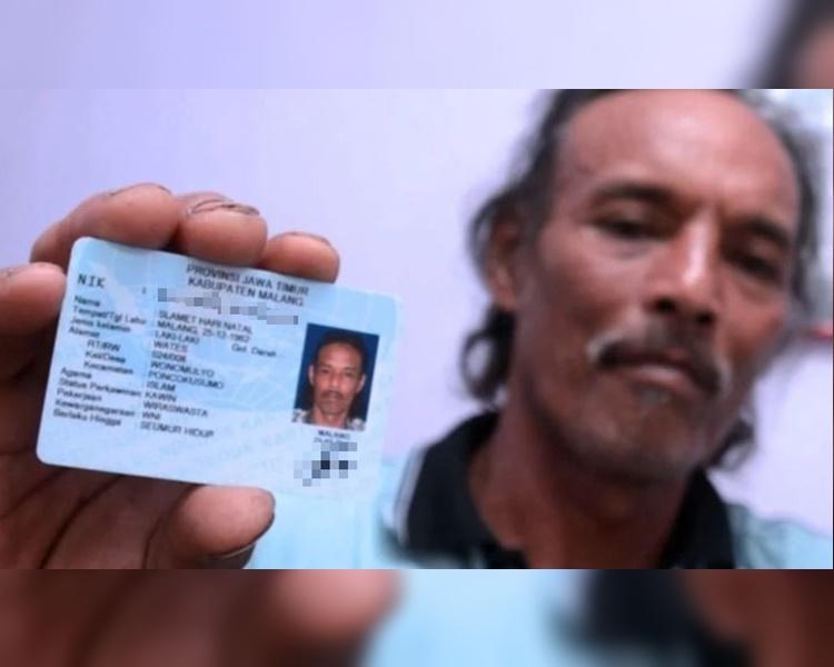 男子展示他的身份证清展示名字叫「圣诞快乐」。网图
