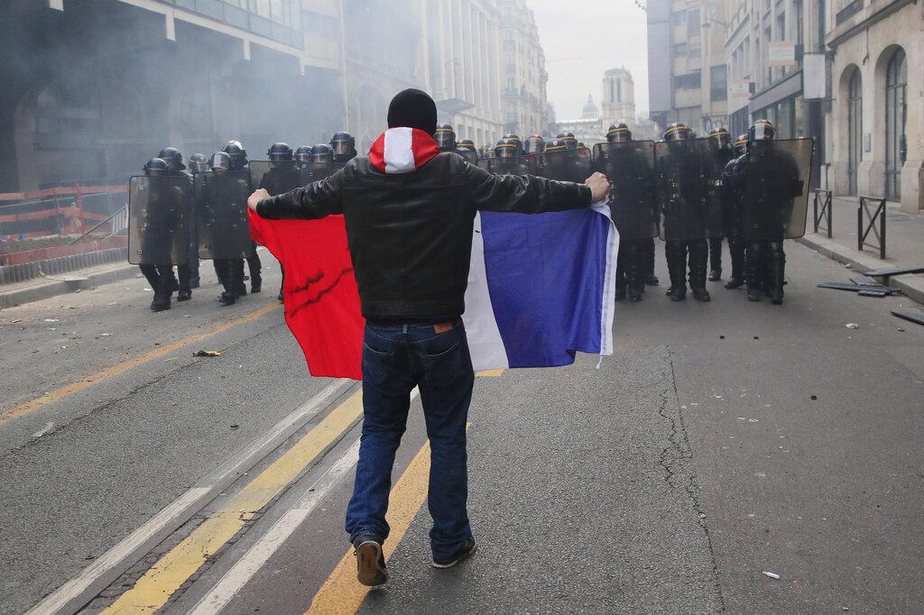 巴黎示威冲突持续。