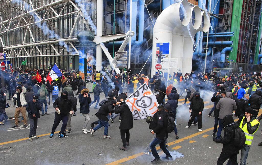 示威者破坏。