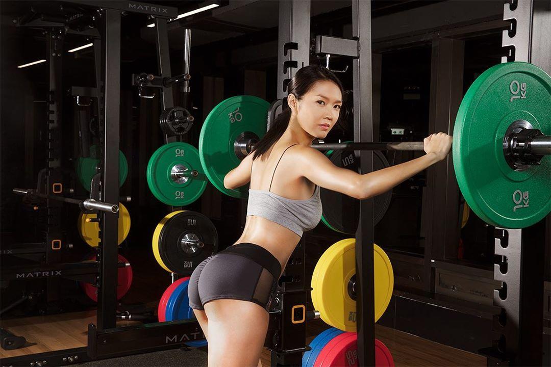 陳庭欣仲為Benny經營的健身中心做生招牌。