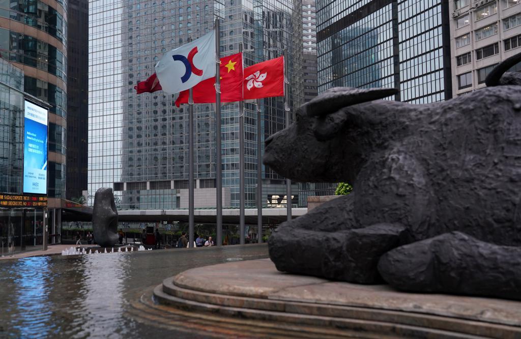 本港今年的金融市道或金價均平穩,甚至有上升趨勢,但要注意有關地震帶的投資,以及下半年歐美的金融市道。