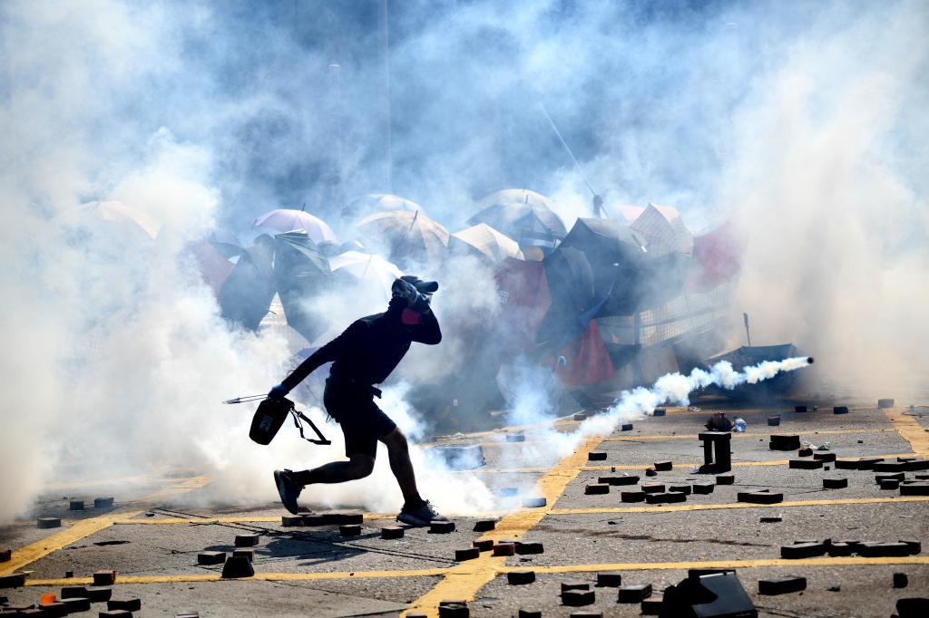 去年五黃坐落西南,五黃大運即戰亂之時,香港亦因反修例掀起連串衝突,致過去一年的整體財運較差。