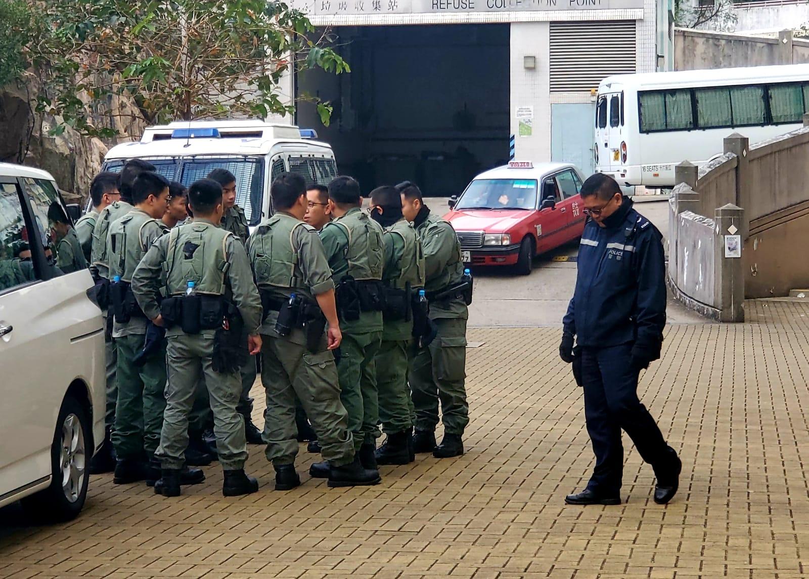 大批警員到場調查。林思明攝
