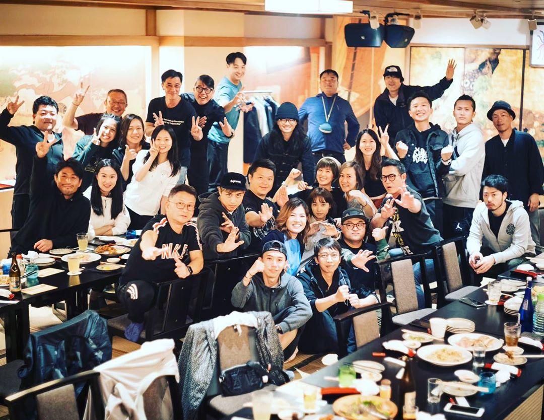 完成沖繩外景,整套劇亦煞科,阿棠當然要請大家食餐勁啦!