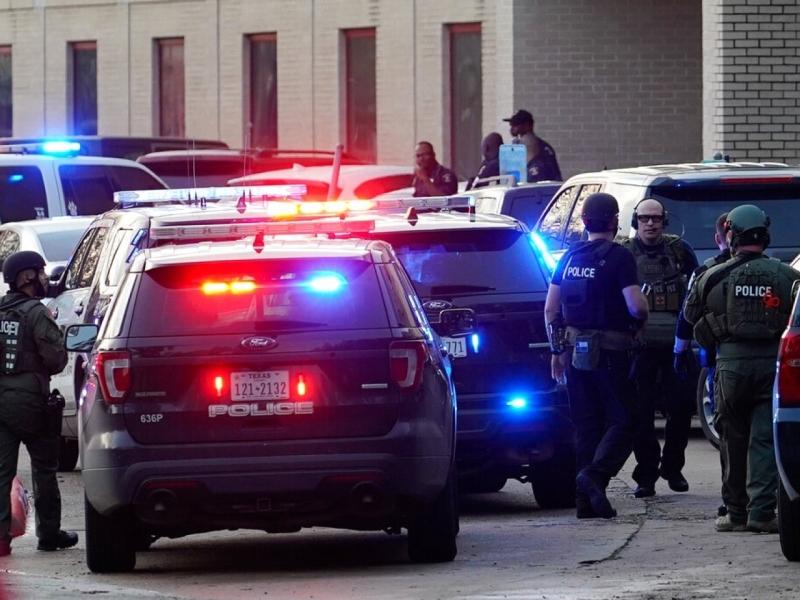 目前未確定槍擊案詳情,包括槍手與死者身分,由於槍手仍然在逃,警方呼籲當地居民遠離事發區域。AP