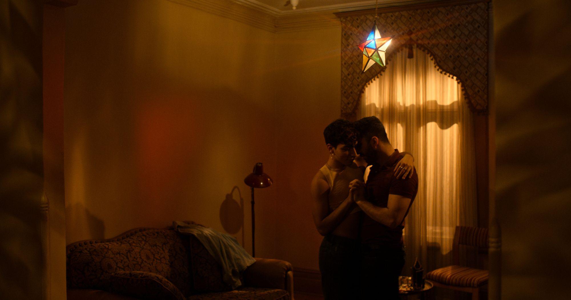 EP05/《The Son》:Rafiq 在父親發現他是個同性戀者後,決定逃出敘利亞的家鄉。一路奔走四方的他,在最出乎意料的地方找到了自己的「歸宿」。