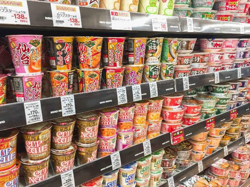 日本工作精神要求完美,连陈列的商品,都有一定的摆法。网图