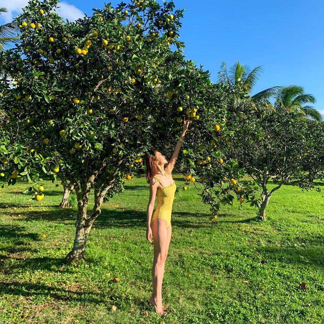 32歲嘅Elva在夏威夷穿泳衣晒Fit爆身材。