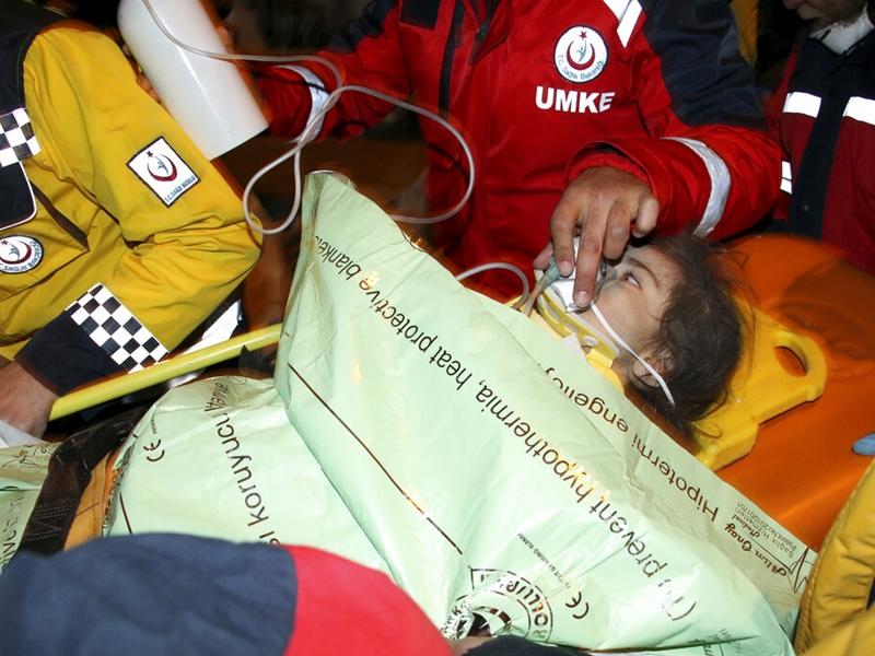 土耳其东部地震酿31死 母女被困28小时后获救