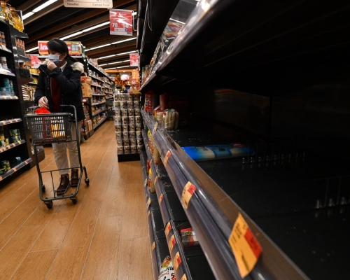 【武漢肺炎】部分超市食品及日用品缺貨 有市民買米備用