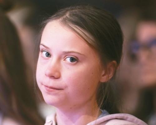 怕被冒充詐騙 瑞典環保少女通貝里為本名註冊商標