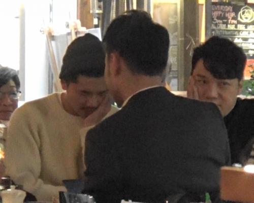 【頭條獨家】約友飲香檳短聚 王賢誌跟同性伴侶神同步