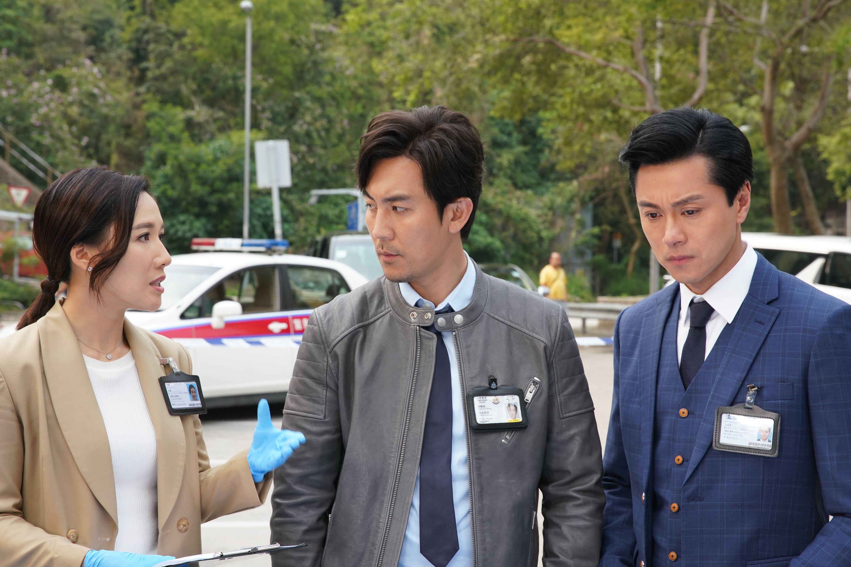 施嬅要講大量醫學名詞的場口,通常拍住黃浩然(右)和譚俊彥講案情。