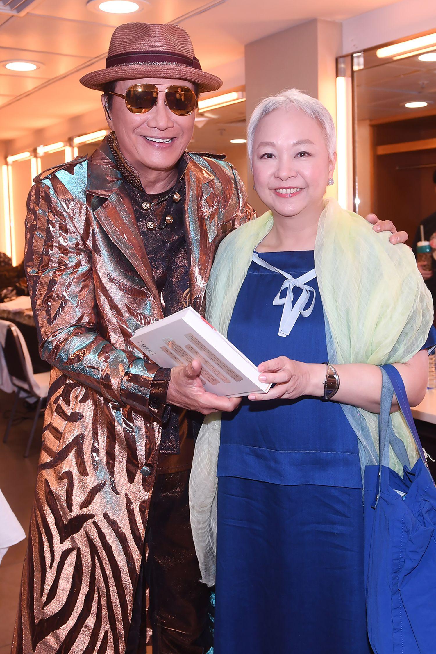 3年前術後的陳秋霞出席Sam & Tam演唱會時,以頭銀白短髮現身。