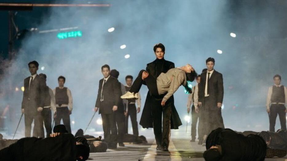李敏鎬來救他的皇后。