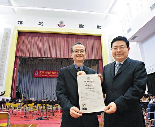 東華三院黃笏南中學重建在即,校長梁志堅(右)與莊建忠難忘設計宏偉的禮堂。