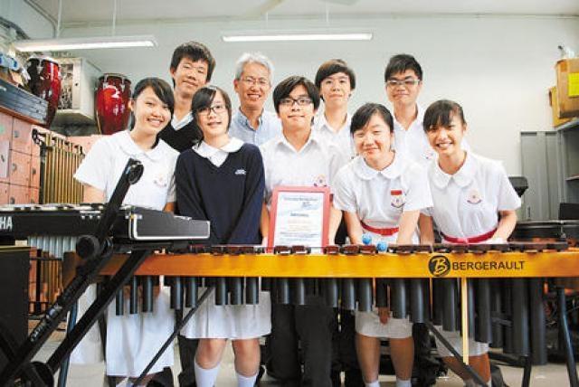 組成兩年多的東華三院黃笏南中學敲擊樂團,首次參賽即獲金獎,學生都喜出望外。