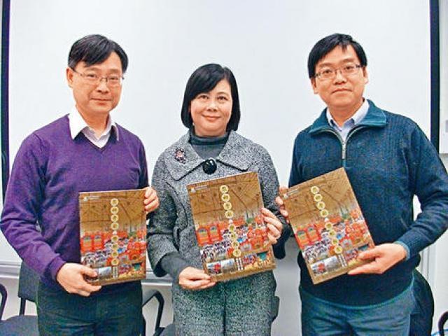 港大粵劇教育研究及推廣計畫總監吳鳳平(中)指,以粵劇融入新高中課程,有助學生了解粵劇文化及提升中文水平。