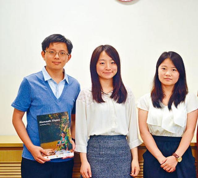 (左起)鄭棣中、劉慧筠及吳文敏獲政府資助一萬元,到香港境外參與義工服務。