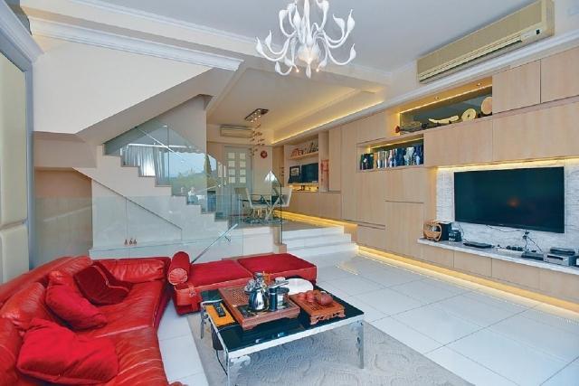 客厅的入墙式的电视柜,令墙身富立体感.