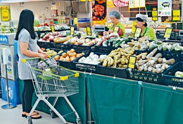 食物銀行派發的超市券面額將增加,受助人可多購蔬果。