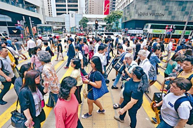 調查指香港僱員工時長達五十小時,是全球之冠。