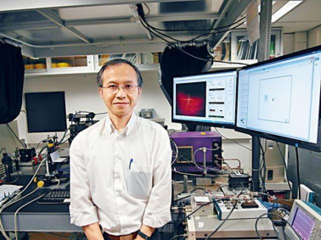 浸大物理系教授張迺豪多年來專注做激光相關研究,今次憑鑑定古董新技術在日內瓦國際發明展奪獎。