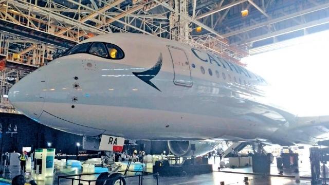 ■國泰首架A350客機前日抵港。
