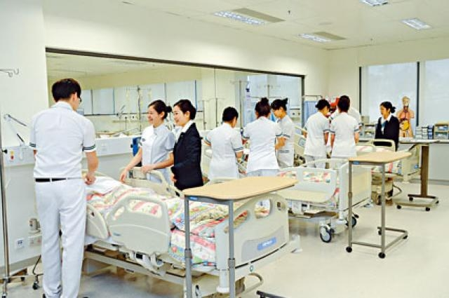 公大護理學榮譽學士(精神科)及精神科護理學高級文憑的畢業生,大部分分別受聘於醫管局及私營院舍。