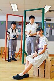 伯裘書院學生郭俊濠(左起)﹑文家名及陳家淇分享勵志經歷。