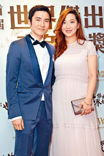 蔡加讚榮獲世界傑出華人青年大獎,太太汪圓圓開心不已。