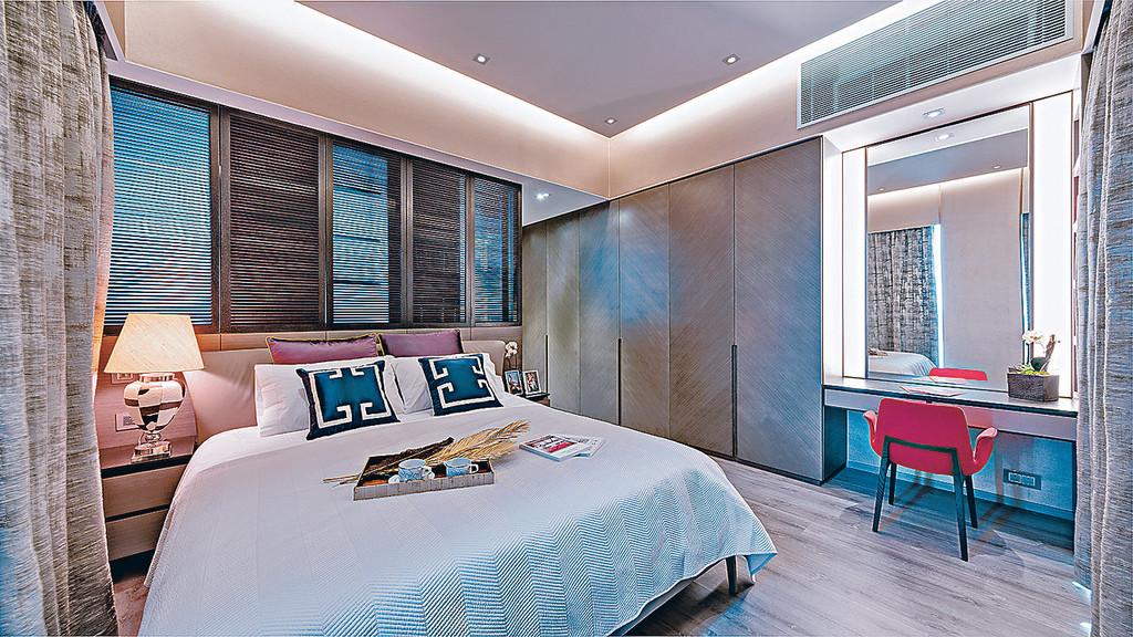 房间的反灯槽设计营造出柔和的灯光效果,为室内设计增添一份暖意.