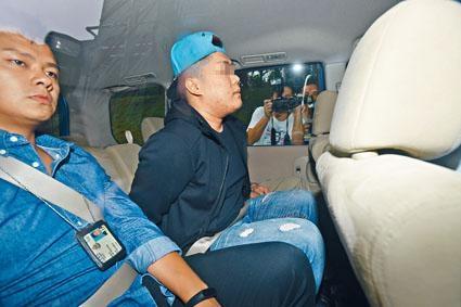 探員在筲箕灣耀東邨一單位,拘捕姓蔡疑犯。