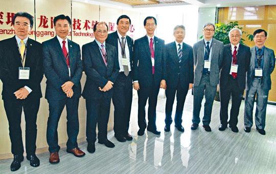 教育局局長吳克儉(左三)上周與八大校長及其代表會面,提到「港獨」議題。