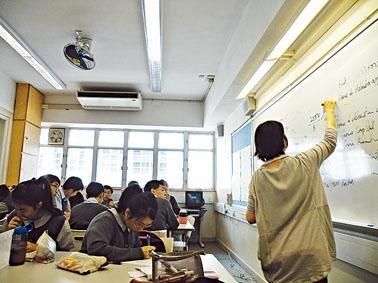 教育局表示全港有二百三十一所中學決定將津貼轉為常額教席。