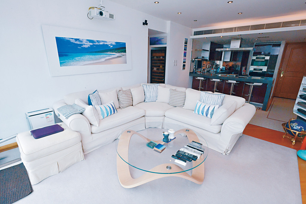 实用面积1,107方呎,客饭厅呈长方形设计.