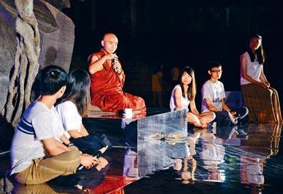 受科學實驗認證快樂指數,並著有《世界上最快樂的人》的禪修大師詠給.明就仁波切,上周到香港中文大學舉行講座,與師生分享快樂之道。