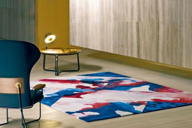 Jeff設計用色大膽,藉着品牌擅長的漸變色工藝,製造悅目的圖案。