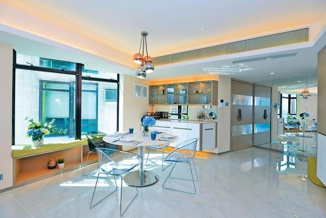 ■飯廳及玄關不乏亮面建材,擴闊空間感。