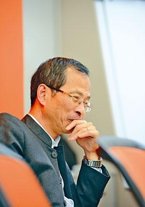 曾鈺成表明暫時不會考慮參選特首,但如下屆政府有適合位置,他樂意擔任。