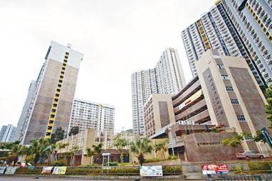 長安邨一個兩房戶於自由市場以四百四十三萬元成交,膺全港樓價最貴的公屋王。