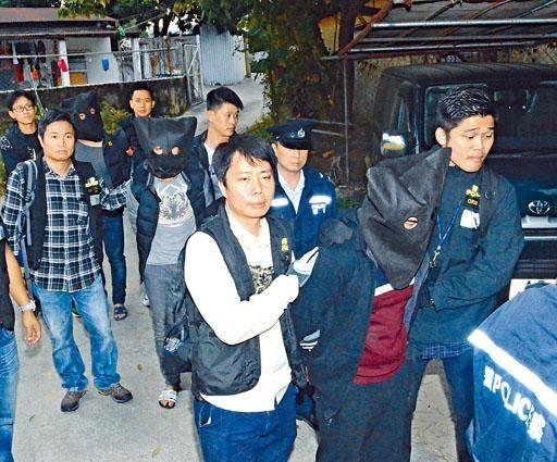 飛虎隊出動剿匪,重案組探員將三名廣西、廣東幫蛇匪帶署。