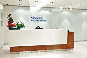 2011年穆迪發表紅旗報告,引發多間被紅旗標籤的上市公司股價波動。