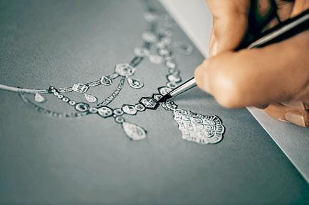 Galerie des Glaces 18K白金、玫瑰金、鉑金及氧化銀鑲鑽項鏈,需要花上約一千小時製作。