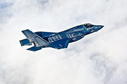 F-35B隱形戰機可以垂直起降。