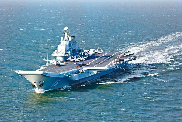 完成南海訓練的「遼寧號」航母艦隊昨天穿越台海北上。