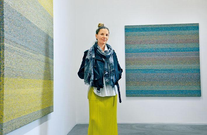 美國藝術家Liza Lou近日來港舉辦個展《ingxube》。