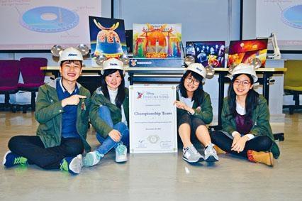 (左起)Albert、Cecile、Roxy和Sally榮膺冠軍,獲頒迪士尼幻想工程師帽。